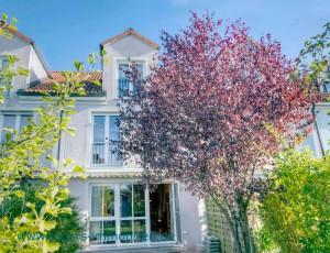 Immobilienmakler München Blick zum Haus
